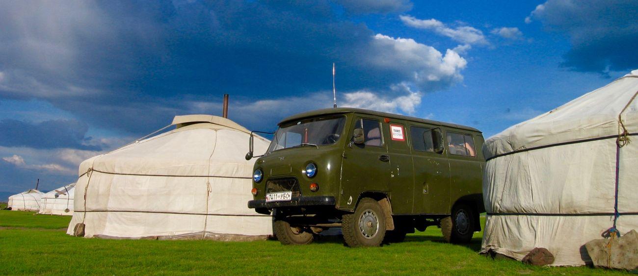 4X4 russe en Mongolie au camp de yourte