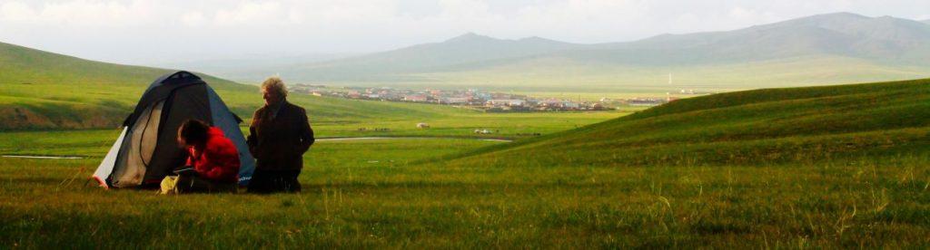 Bivouac de steppe dans le centre monts Khangai en Mongolie
