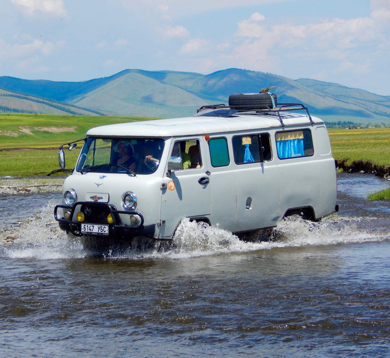 Traversée 4X4 de la rivière Orkhon en Mongolie