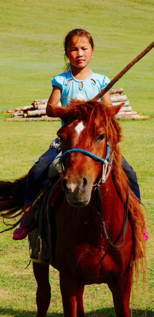Jeune fille à cheval au lac Khovsgol