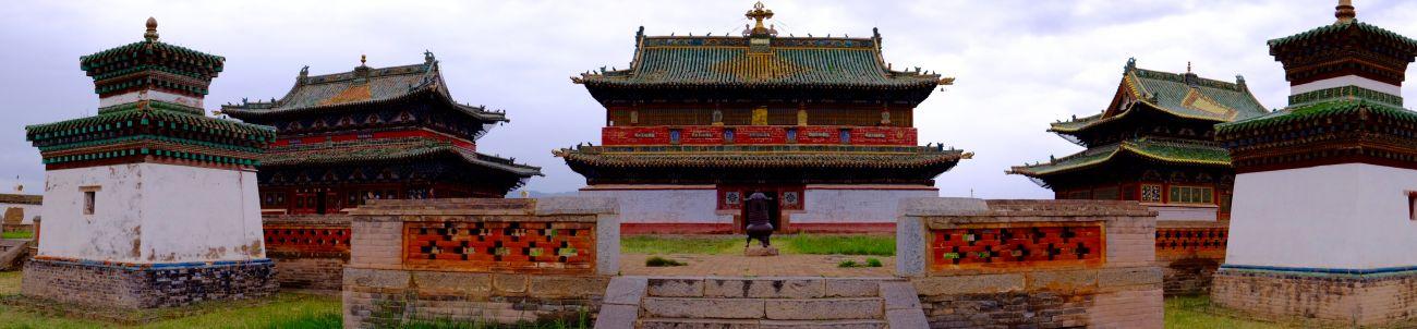 Un temple à l'intérieur de l'enceinte du monastère Erdene Zuu