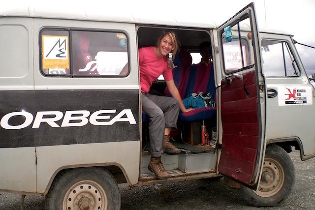 Minis bus 4X4 en Mongolie