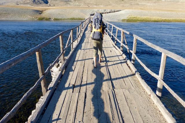Pont rivière en Altai Mongolie